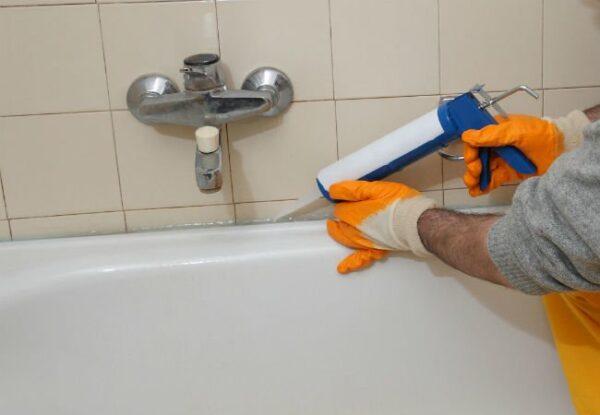 Re-caulk Bathtub/Shower